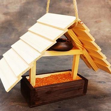 """Для дома и интерьера ручной работы. Ярмарка Мастеров - ручная работа Кормушка для птиц из дерева на дачу """"Домик с чердаком"""". Handmade."""