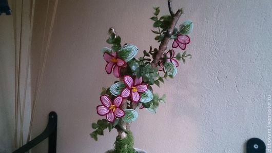 Интерьерные композиции ручной работы. Ярмарка Мастеров - ручная работа. Купить Цветы на дереве. Handmade. Бисер, цветы из бисера, интерьер