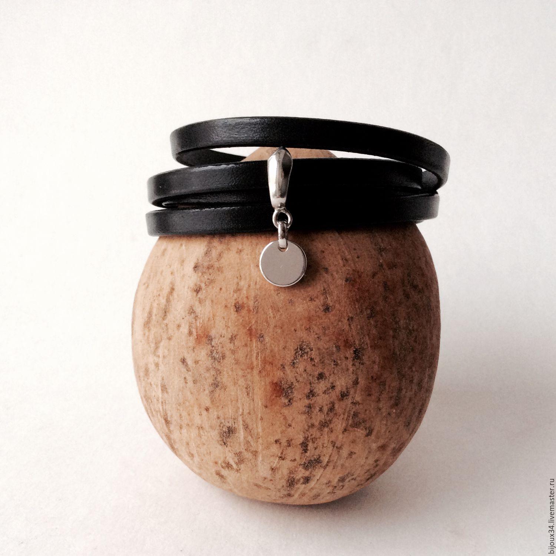 Черный кожаный браслет-намотка с подвеской, родий