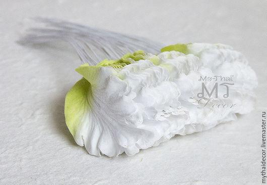 Лепестки бело-зеленые мелкая волна My Thai материалы для флористики из Таиланда