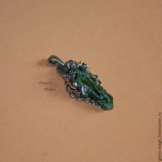 """Кулоны, подвески ручной работы. Ярмарка Мастеров - ручная работа. Купить Кулон из хромдиопсида """"Сказка"""". Handmade. Зеленый, необычные украшения"""