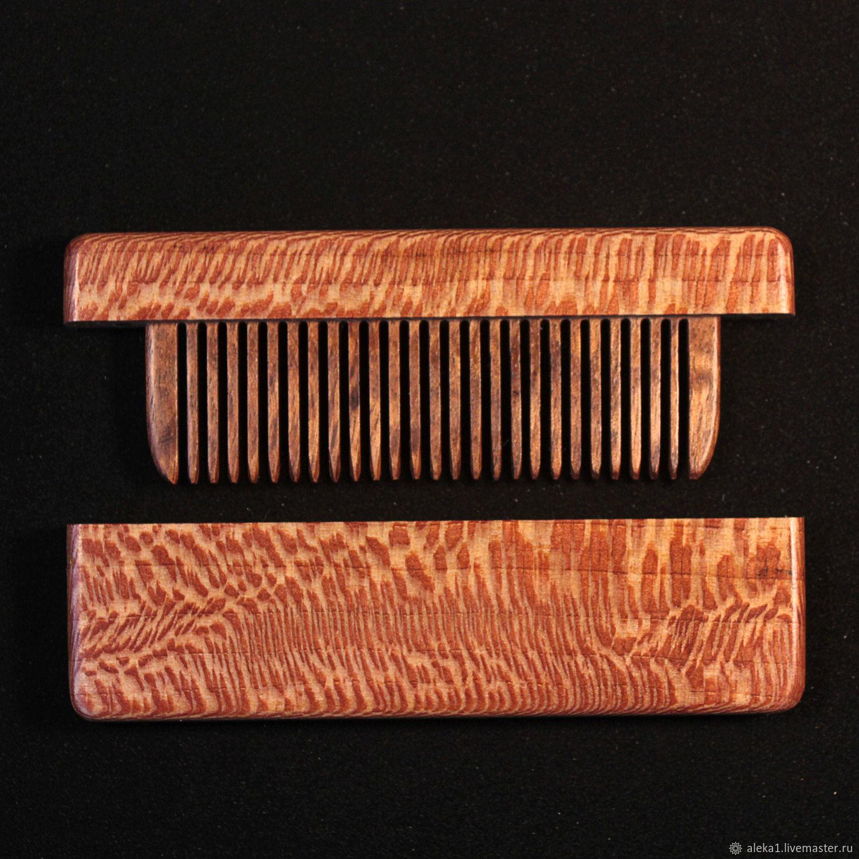 Расческа в футляре из древесины платана.