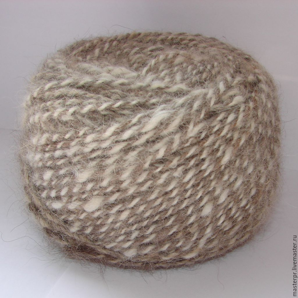 Yarn `меланжМ15` 160m/100g.  Yarn `меланжМ15`, consisting of 2 threads :  %#%1нитка – the-Pooh Caucasian shepherd  %#%Color : grey  %#%2нитка – the-Pooh Samoyed  %#%Color : white  Strata