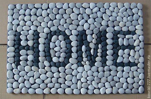 Каменный коврик с надписью.  Размер 45*70 см. Цена 5500 руб.  Можно сделать любую надпись по Вашему желанию.