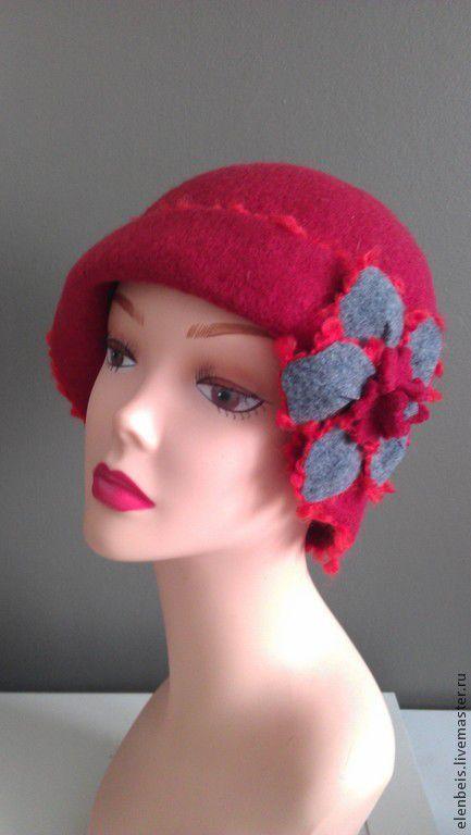 шляпка красная с серым цветком