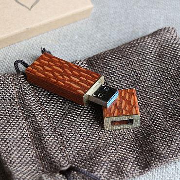 """Сувениры и подарки ручной работы. Ярмарка Мастеров - ручная работа Флешка """"Лайсвуд"""" 64Gb+коробочка+мешочек. Handmade."""
