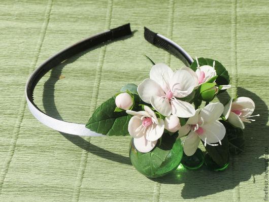 Ободок для волос, нежное украшение  для вашей прически. С цветами яблони .Выполнена из полимерной глины.Ручная работа. На Ярмарке Мастеров от Анастасии Гридасовой.