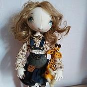 """Куклы и игрушки ручной работы. Ярмарка Мастеров - ручная работа """"Лика с жирафиком"""" авторская кукла из сери и""""Мои любимые игрушки"""". Handmade."""