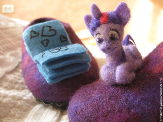 """Детская обувь ручной работы. Ярмарка Мастеров - ручная работа. Купить Войлочные детские тапочки """" Пони TWILIGHT SPARKLE"""". Handmade."""