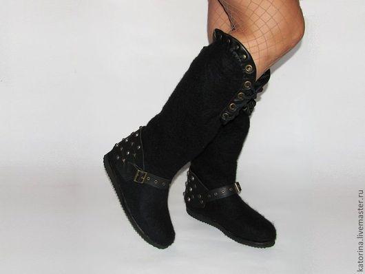 Валенки-Сапоги ручной работы. Отделаны натуральной  кожей и фурнитурой(шипы,заклепки, люверсы).\r\n * По желанию, кожаный браслет с шипами и заклепками можно снимать с другой обувью.