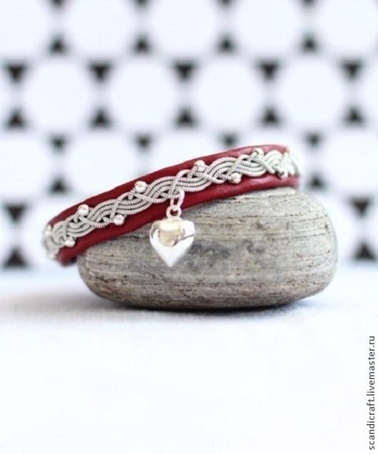Шведский браслет из кожи оленя и серебряной нити с серебряными бусинками и подвеской из серебра 925 пробы, 1500.
