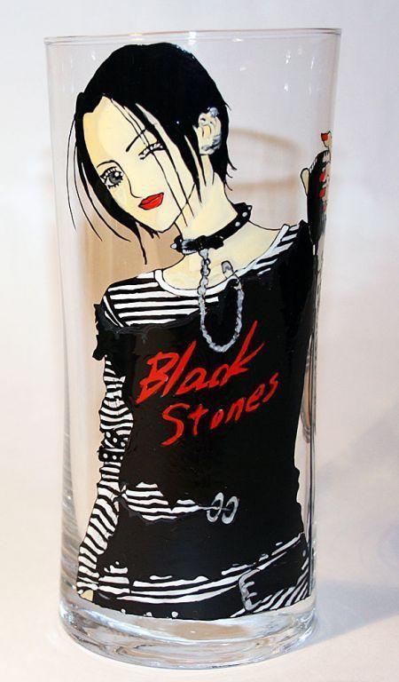 """Героиня манги """"NANA""""\r\nСолистка панк-группы «Black Stones». Приехала в Токио, чтобы стать певицей, а также чтобы доказать всем, и себе в первую очередь на что она способна. Влюблена в гитар"""