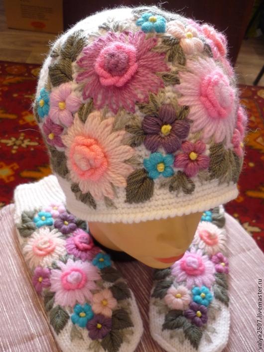 """Варежки, митенки, перчатки ручной работы. Ярмарка Мастеров - ручная работа. Купить Комплект шапка и варежки """"Цветочная поляна"""". Handmade."""