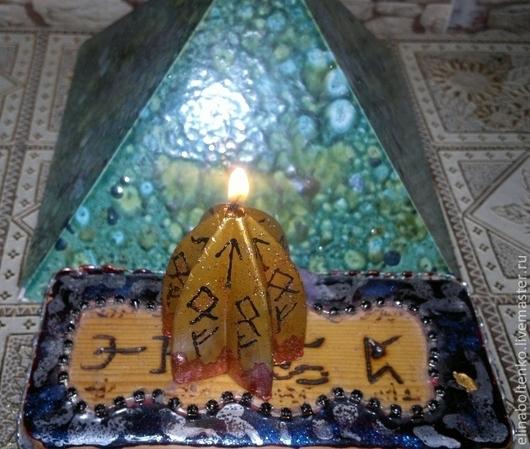 """свеча """"Богатство"""" (малая), изготовитель Элина Болтенко."""