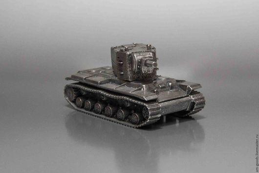 Подарки для мужчин, ручной работы. Ярмарка Мастеров - ручная работа. Купить Модель танка КВ-2 (М1:100). Handmade. сувенир