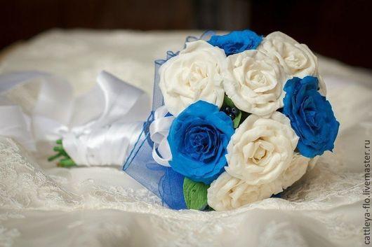 """Свадебные цветы ручной работы. Ярмарка Мастеров - ручная работа. Купить букет невесты """"снежная королева""""с синими и белыми розами. Handmade."""