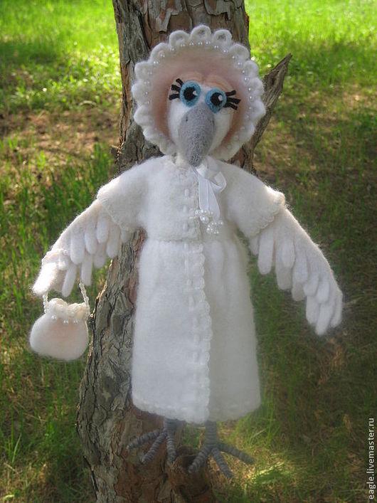 Белая ворона, валяная из шерсти. На заказ.