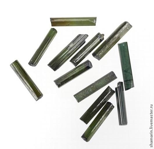 Кристаллы турмалина зеленой тональности