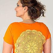 Одежда ручной работы. Ярмарка Мастеров - ручная работа Оранжевая футболка с ажурной аппликацией на спине Размер XXL. Handmade.