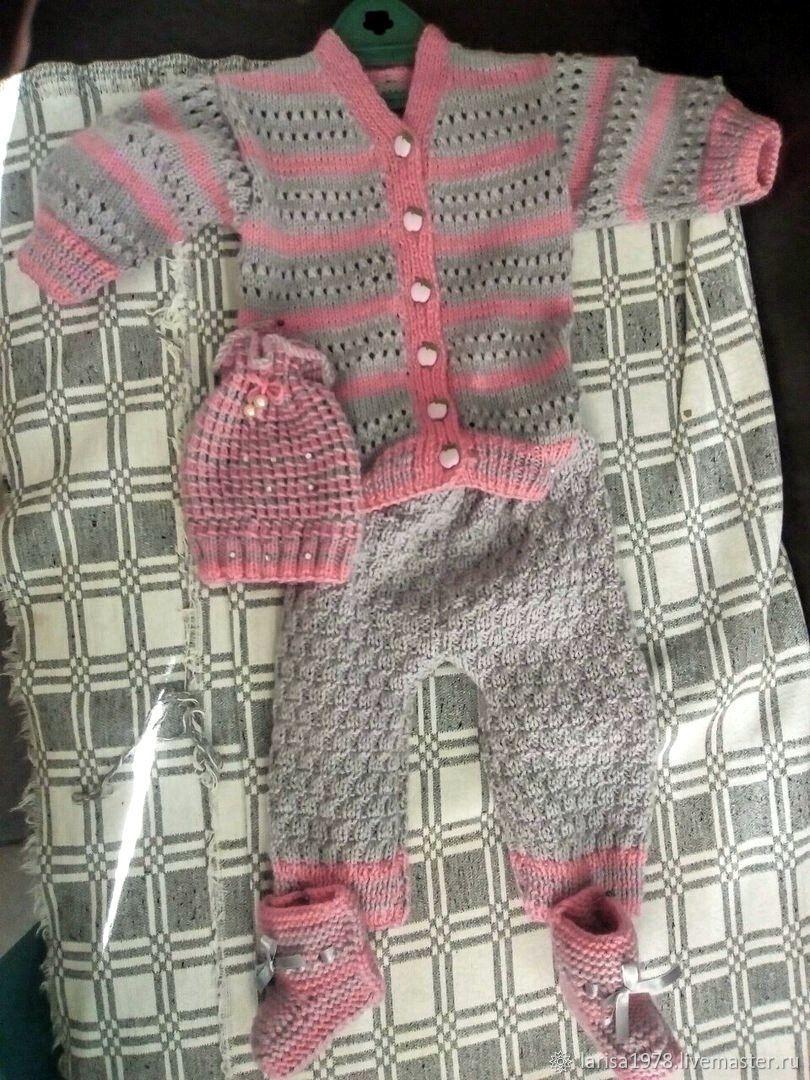 Комплект вязаный для девочки: кардиган, штанишки, шапочка, пинетки