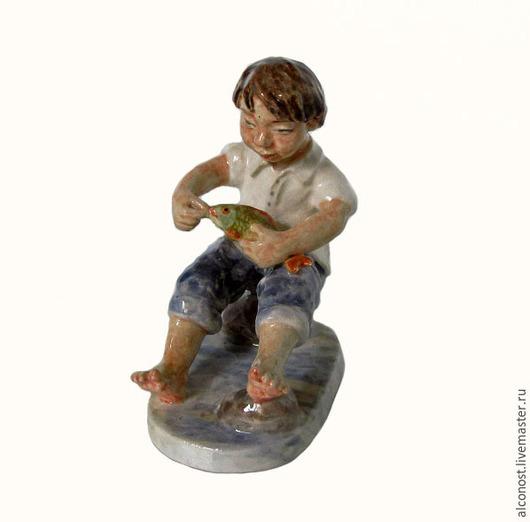 Статуэтки ручной работы. Ярмарка Мастеров - ручная работа. Купить Мальчик с рыбой. Handmade. Разноцветный, лето, миниатюра, глина