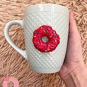 Кружки ручной работы. Ярмарка Мастеров - ручная работа Кружка с декором «Пончик». Handmade.