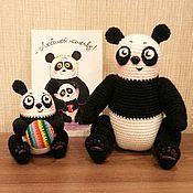 Куклы и игрушки ручной работы. Ярмарка Мастеров - ручная работа Вязаные панды. Мама и малыш. (Открытка в комплекте). Handmade.