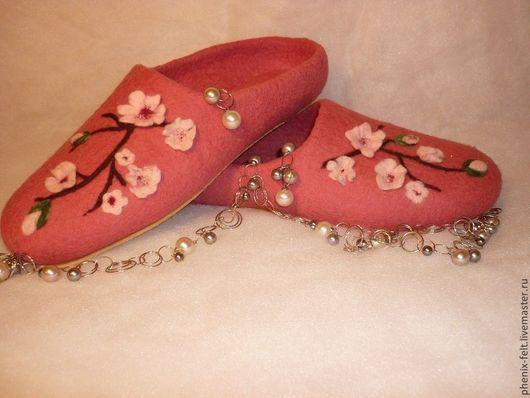 """Обувь ручной работы. Ярмарка Мастеров - ручная работа. Купить Тапочки женские """"Яблоневый цвет"""". Handmade. Коралловый, микропора"""