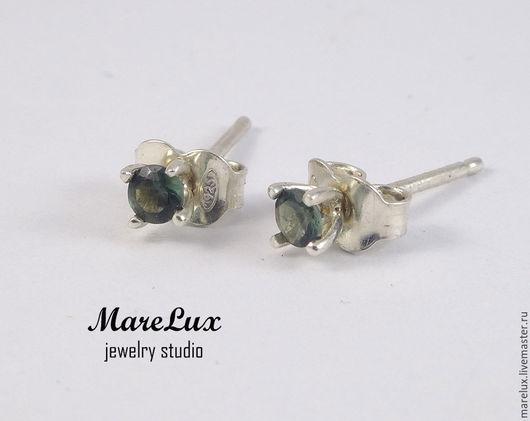 """Серьги ручной работы. Ярмарка Мастеров - ручная работа. Купить Серьги """"Зеленые турмалины 0,1 карат"""" в серебре MareLux. Handmade."""