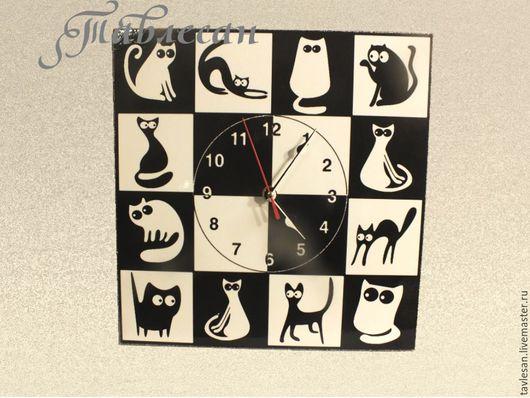 """Часы для дома ручной работы. Ярмарка Мастеров - ручная работа. Купить Часы настенные """"Черная кошка - белый кот"""" квадратные. Handmade."""