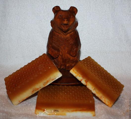 Медовое мыло с лепестками календулы. Мыло для любого типа кожи. Edenicsoap.