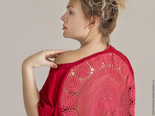 Футболки, майки ручной работы. Ярмарка Мастеров - ручная работа. Купить Красная футболка с ажурной аппликацией на спине Размер M-L. Handmade.
