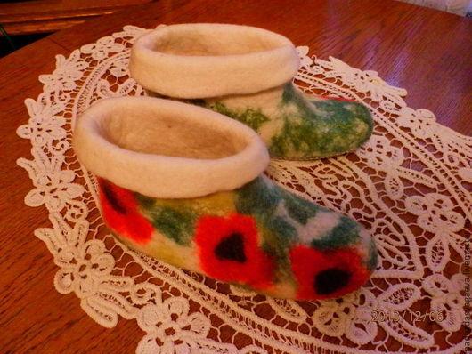 Обувь ручной работы. Ярмарка Мастеров - ручная работа. Купить валеночки-чуни Красные маки. Handmade. Белый, домашние тапочки