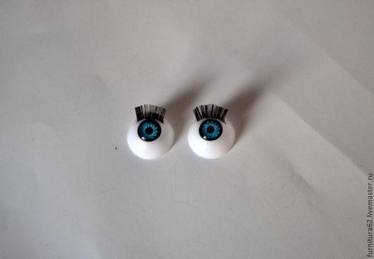 Глазки для игрушек с ресничками цена указанна за пару. Глазки приклеиваются на клей. Реснички довольно жесткие. Диаметр 1 см.