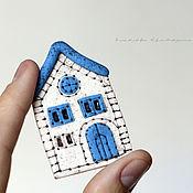 """Украшения ручной работы. Ярмарка Мастеров - ручная работа Брошь """"Домик"""" синий в подарок для девочки, девушки, женщины. Handmade."""
