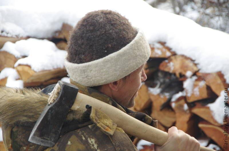 Шапка не мешает в работе. Шерсть отлично держит тепло и регулирует влажность.