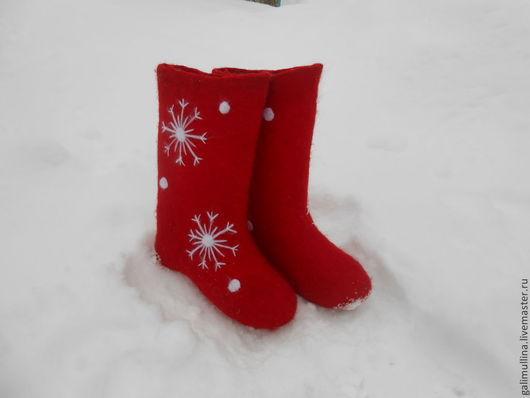 Обувь ручной работы. Ярмарка Мастеров - ручная работа. Купить валенки красная снежинка. Handmade. Ярко-красный, валенки с вышивкой