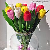 Яркий букет тюльпанов.