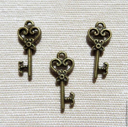 Подвеска ключ, можно использовать для украшения готовых изделий