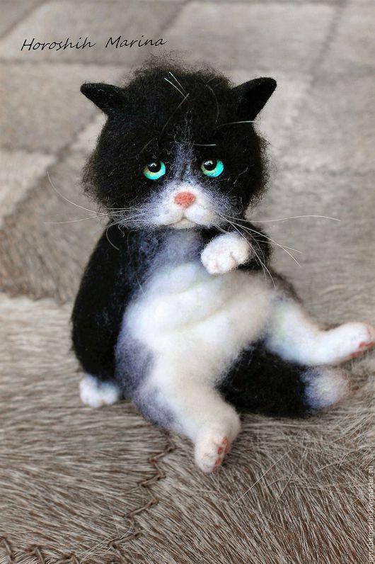 Игрушки животные, ручной работы. Ярмарка Мастеров - ручная работа. Купить Котик Марсик.. Handmade. Чёрно-белый, Валяный кот
