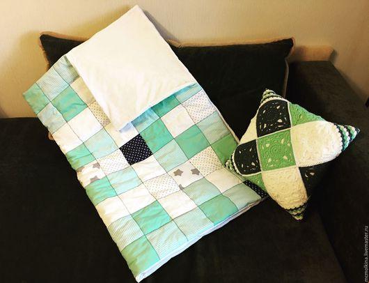 Пледы и одеяла ручной работы. Ярмарка Мастеров - ручная работа. Купить Лоскутное одеяло и вязаная подушка. Handmade. Комбинированный