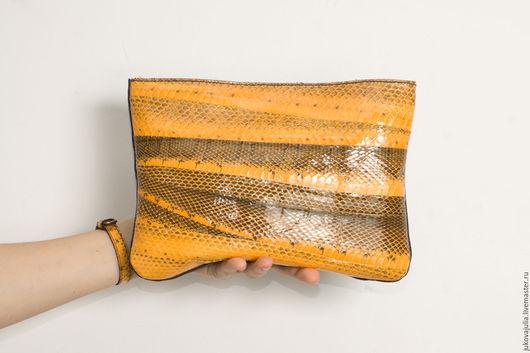 Женские сумки ручной работы. Ярмарка Мастеров - ручная работа. Купить Сумка клатч из натуральной кожи змеи рыжая оранжевая желтая из лоскута. Handmade.