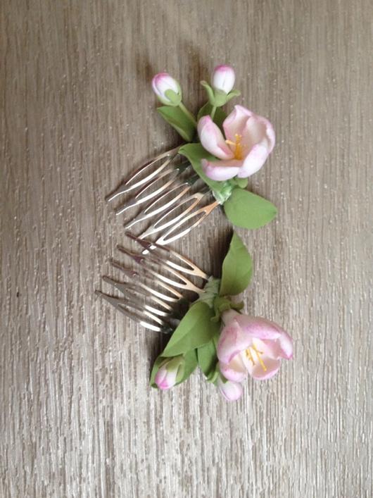 Заколки ручной работы. Ярмарка Мастеров - ручная работа. Купить Гребни с цветами яблони ручной работы из полимерной глины. Handmade.