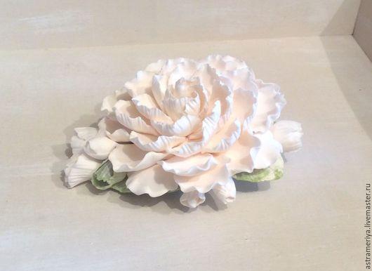 Заколки ручной работы. Ярмарка Мастеров - ручная работа. Купить Заколка для волос с цветком пиона полимерная глина. Handmade. Белый