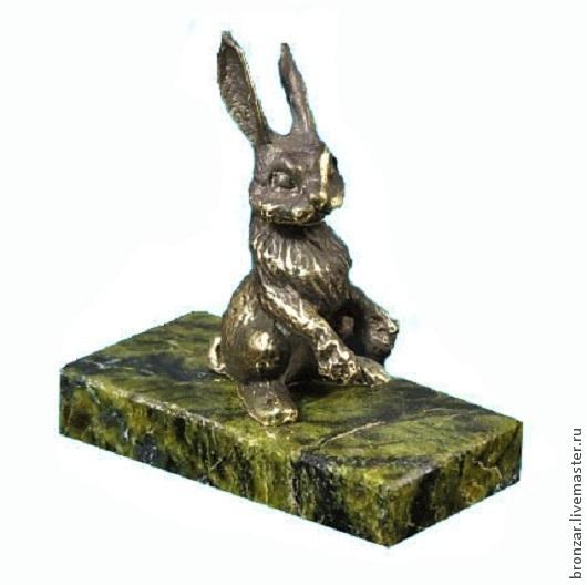 Подарочные наборы ручной работы. Ярмарка Мастеров - ручная работа. Купить Заяц из бронзы на подставке из змеевика. Handmade. Разноцветный, подарки