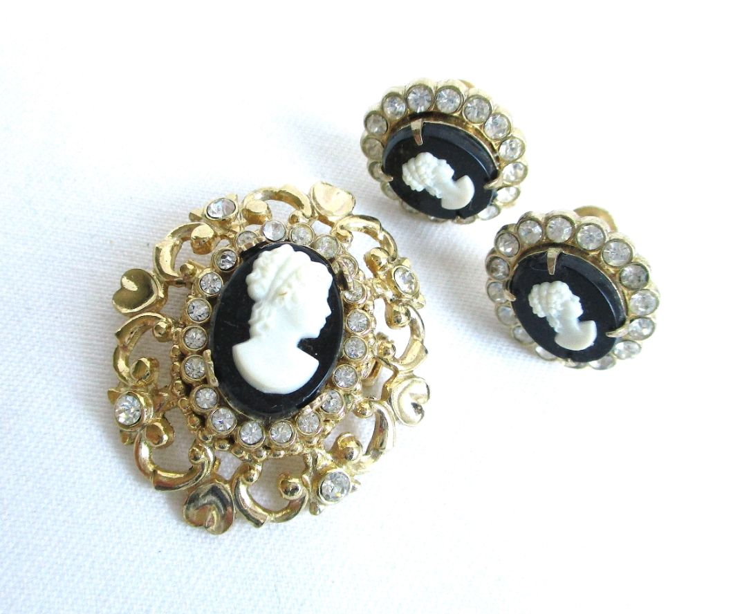 Set with cameos brooch and CORO clips, Vintage jewelry sets, Samara,  Фото №1