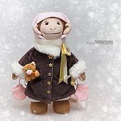 Подарки к праздникам ручной работы. Ярмарка Мастеров - ручная работа Обезьянка Маруся в зимнем наряде - символ 2016. Handmade.
