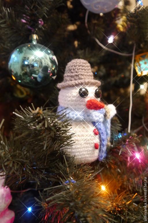Миниатюра ручной работы. Ярмарка Мастеров - ручная работа. Купить Снеговичок Мартин (амигуруми). Handmade. Снеговик вязаный, вязаные игрушки