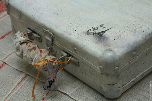 Чемоданы ручной работы. Ярмарка Мастеров - ручная работа. Купить ПоТАКСАнный, но симпатичный чемоданчик. Handmade. Белый, такса, акрил