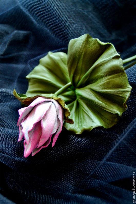 Броши ручной работы. Ярмарка Мастеров - ручная работа. Купить Цветы из кожи Брошь Бутон лотоса Вешние воды. Handmade.